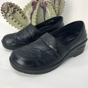 Easy Works by Easy Street Black Tooled Clogs